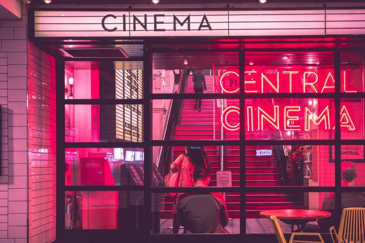 7 filmes (e meio) sobre escritores disponíveis no Netflix para você ver e se inspirar